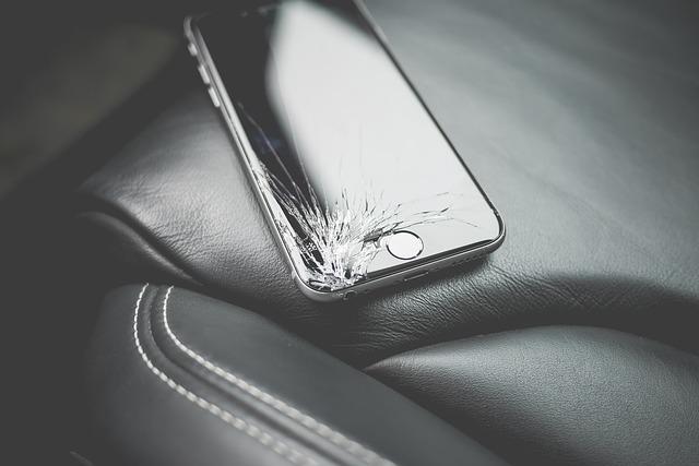 Prasklý displej telefonu